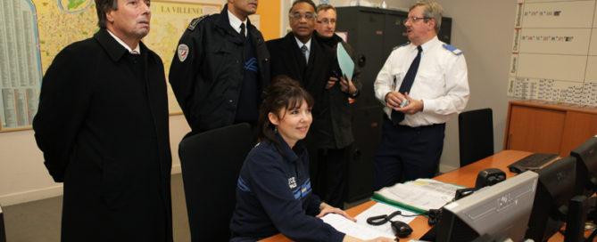 Lors de la visite du PC de la Police Municipale en compagnie de M. le Préfet de l'Isère et de M. le Directeur départemental de la sécurité publique (Archives)