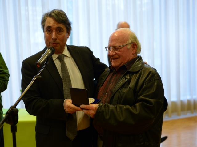 Remise de la médaille de la Ville à Henri Biron