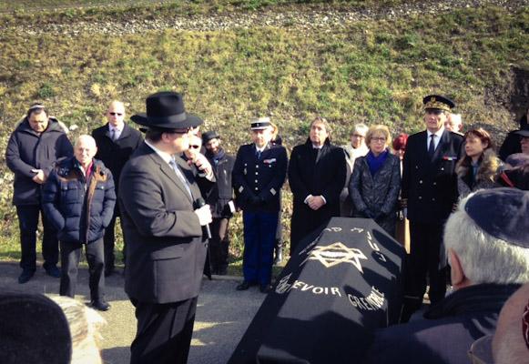 Messieurs les Rabbins et M. le Préfet de l'Isère ont aussi rendu un dernier hommage lors de ces émouvantes obsèques.