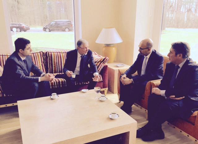 L'ambassadeur P. Jeantaud, Gedeminas Kirkilas, Harlem Désir et moi, à la Résidence de France