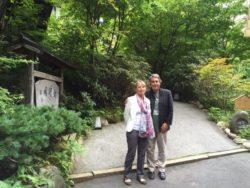 Avec ma femme, Marie, lors de notre arrivée au Ryokan, auberge typique du Japon